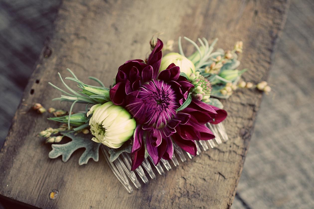 Заколки для волос на свадьбу из живых цветов